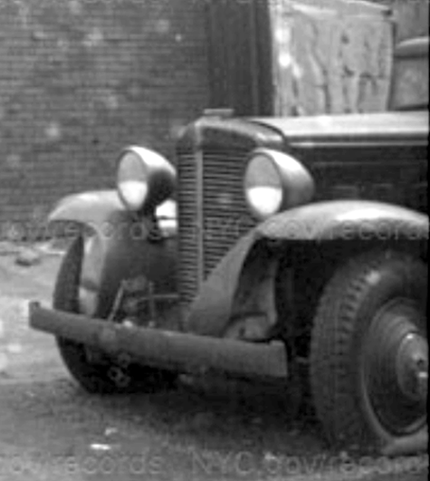 Marmon Sixteen - Richmond Ave, NYC 1940 - detail.png