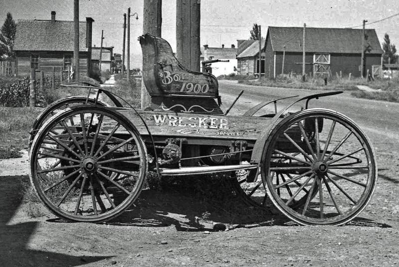 1900_Horseless_Carriage.thumb.jpg.9d0059d83f6c3c82a77c9c0f7d31ece8.jpg