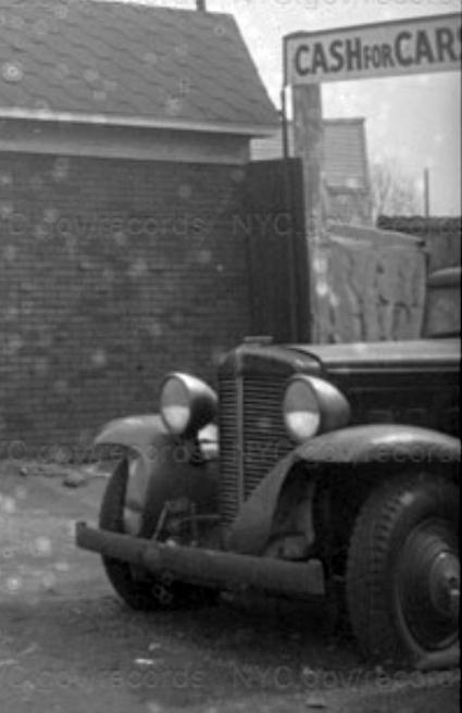 Marmon Sixteen - Richmond Ave, NYC 1940 - cropped.jpg