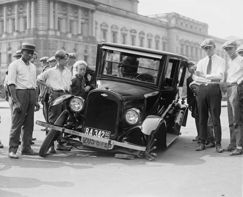 black-and-white-people-car-vehicle-broken-usa-auto-monochrome-automotive-vintage-car-oldtimer-classic-defect-antique-car-car-wreck-monochrome-photography-1923-mode-of-t.jpg