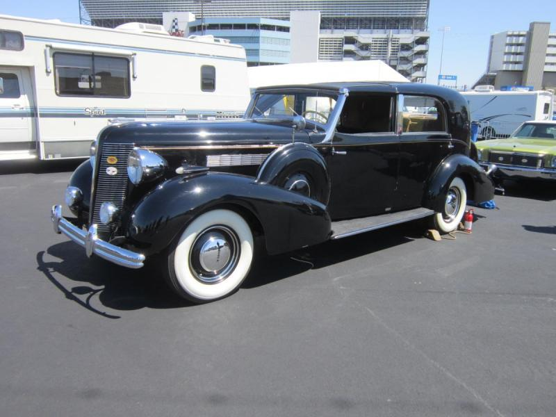 1937 Buick Roadmaster Franay Towncar (French Built Coachwork).jpg