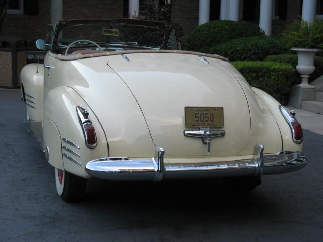 1941 Caddy at Sacred Heart - Wedding 015.jpg