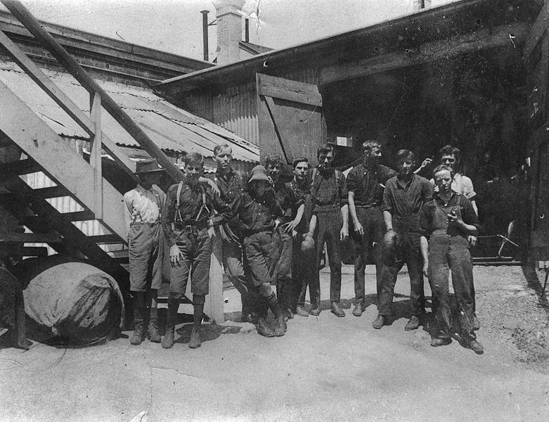 Staff_from_Howard_Motor_and_Cycle_Co._Ltd._in_Brisbane,_ca._1920_(24941181004).jpg