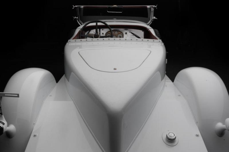 Stutz-Blackhawk-detail-boat-tail-900x600.jpg