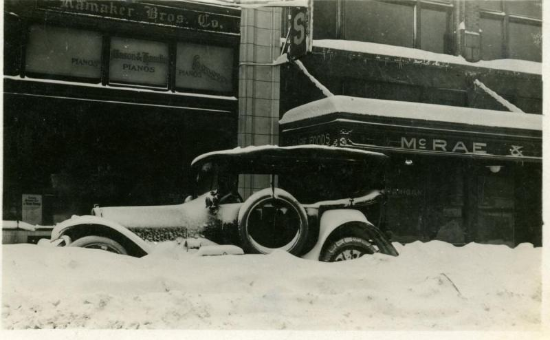 1916_vintage-car-in-snow_02.jpeg