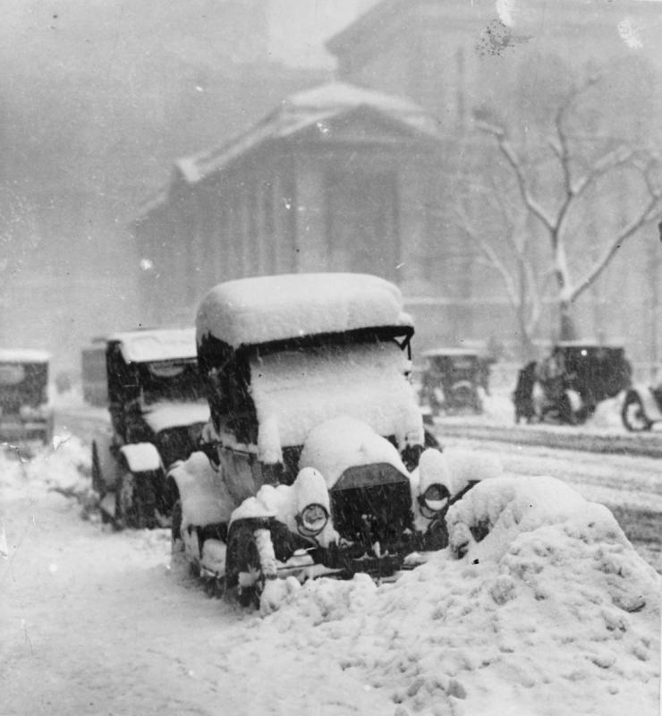 1917-snowstorm-New-York-cars-trapped.jpg