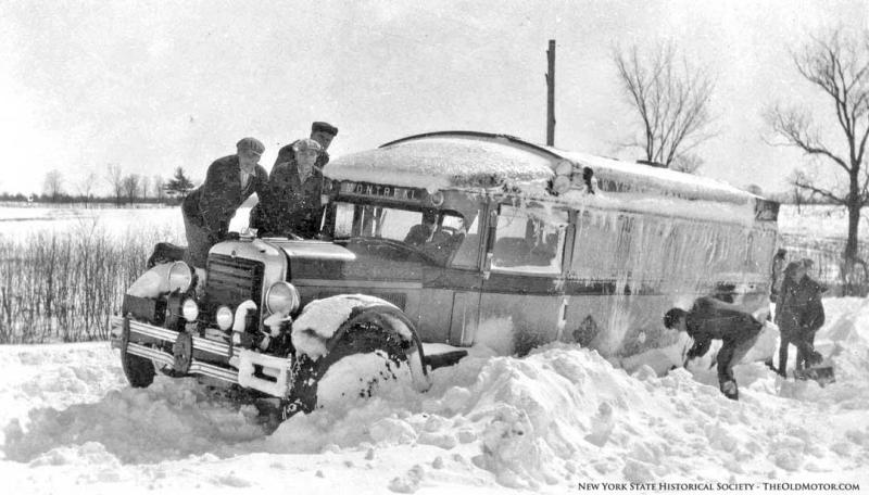 bus-stuck-in-the-snow.jpg