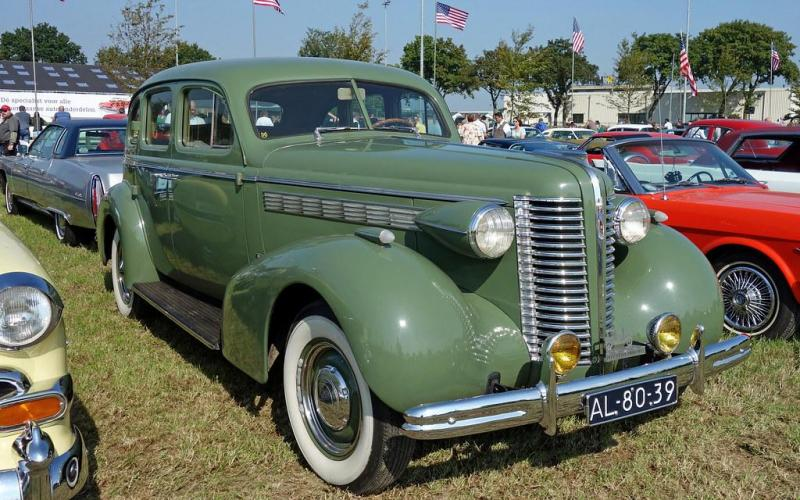 1938 Buick Four Door Special.jpg