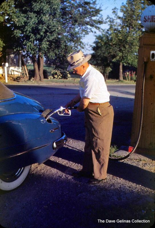 1948 Buick and Shell Gas Pump with globe.JPG