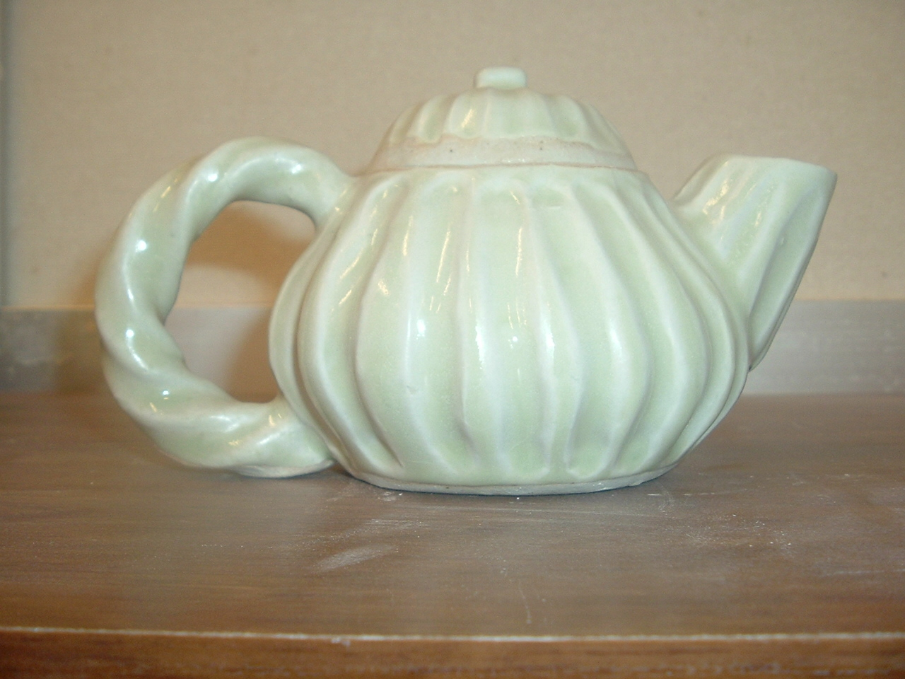 fluted teapot