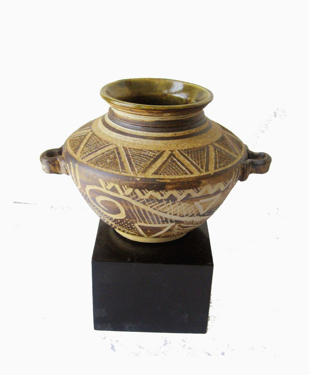 Earthen Pot on stoneware, High Temp Wood fired