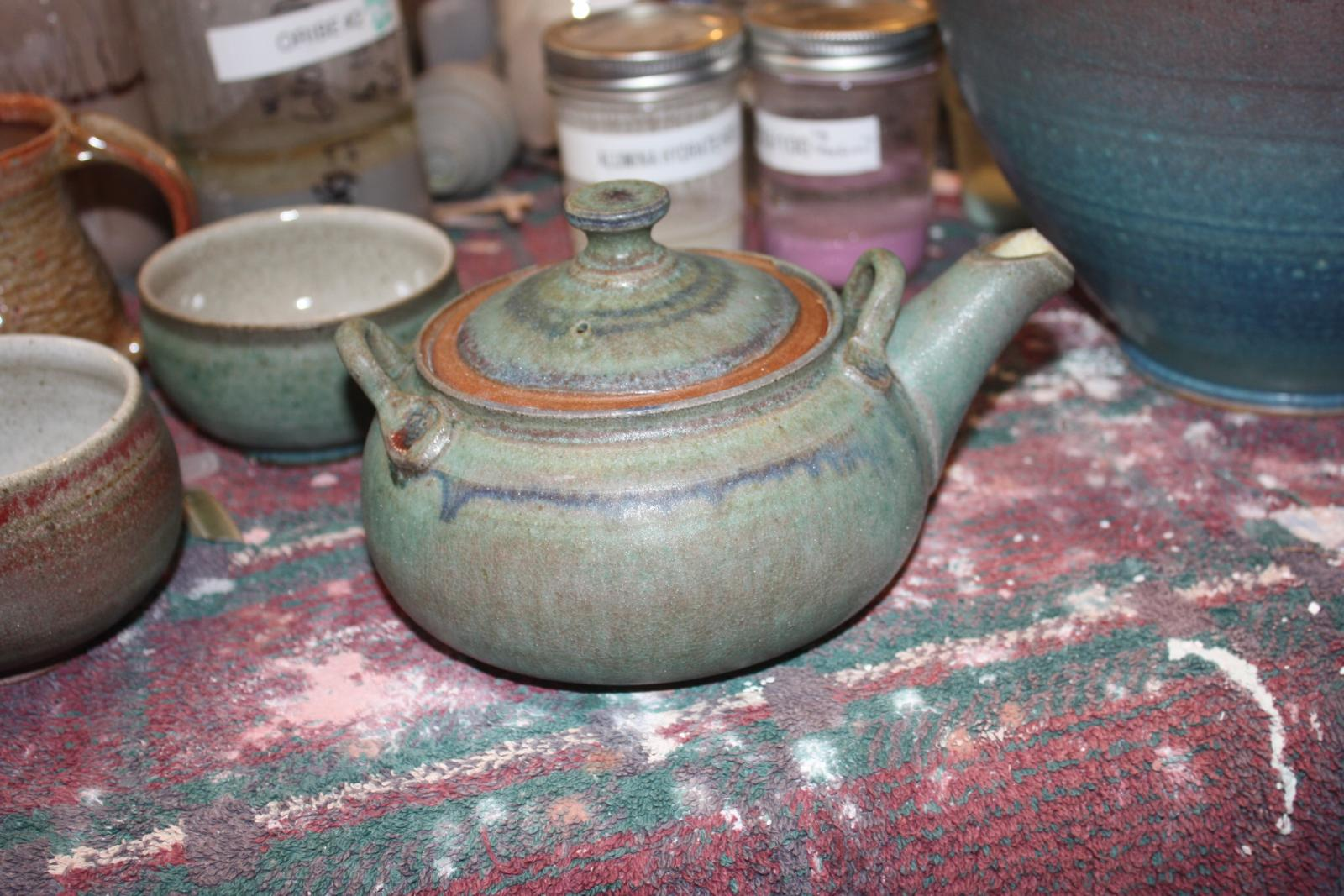 Tea pot and tea bowls Sept
