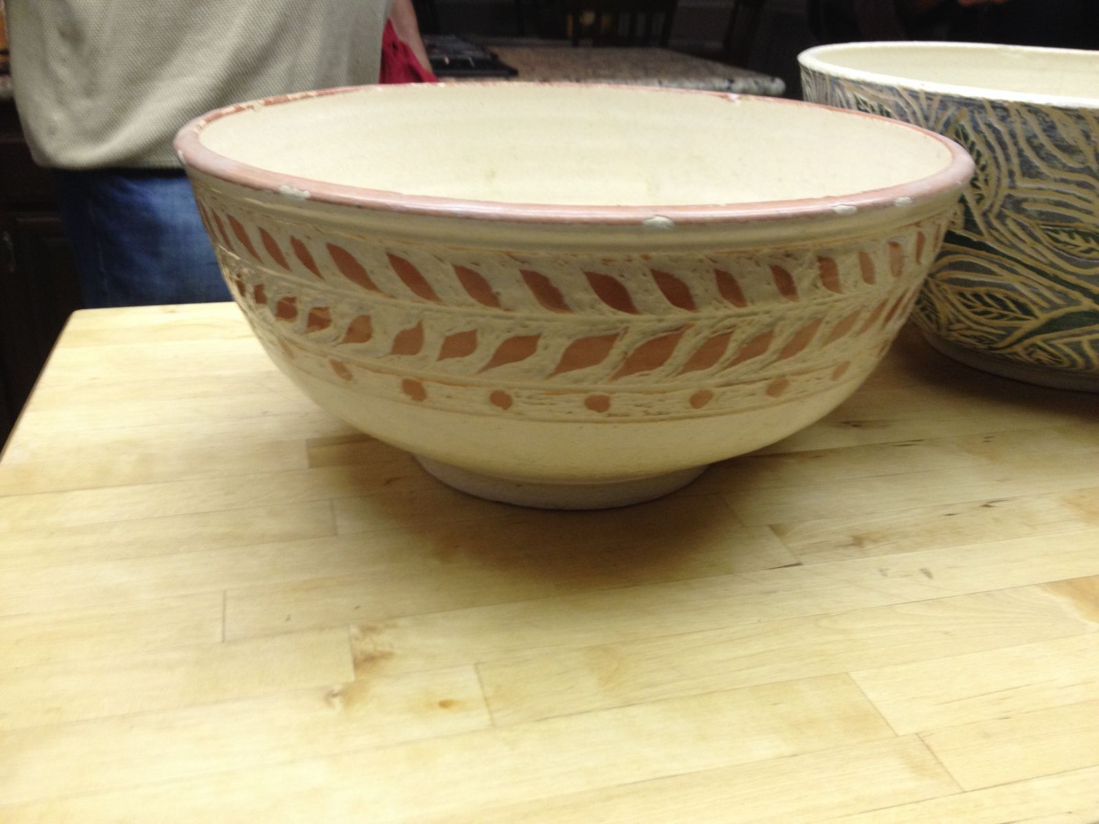 Large bowl withgold engobe