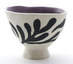 Inlaid pinch bowl with foot