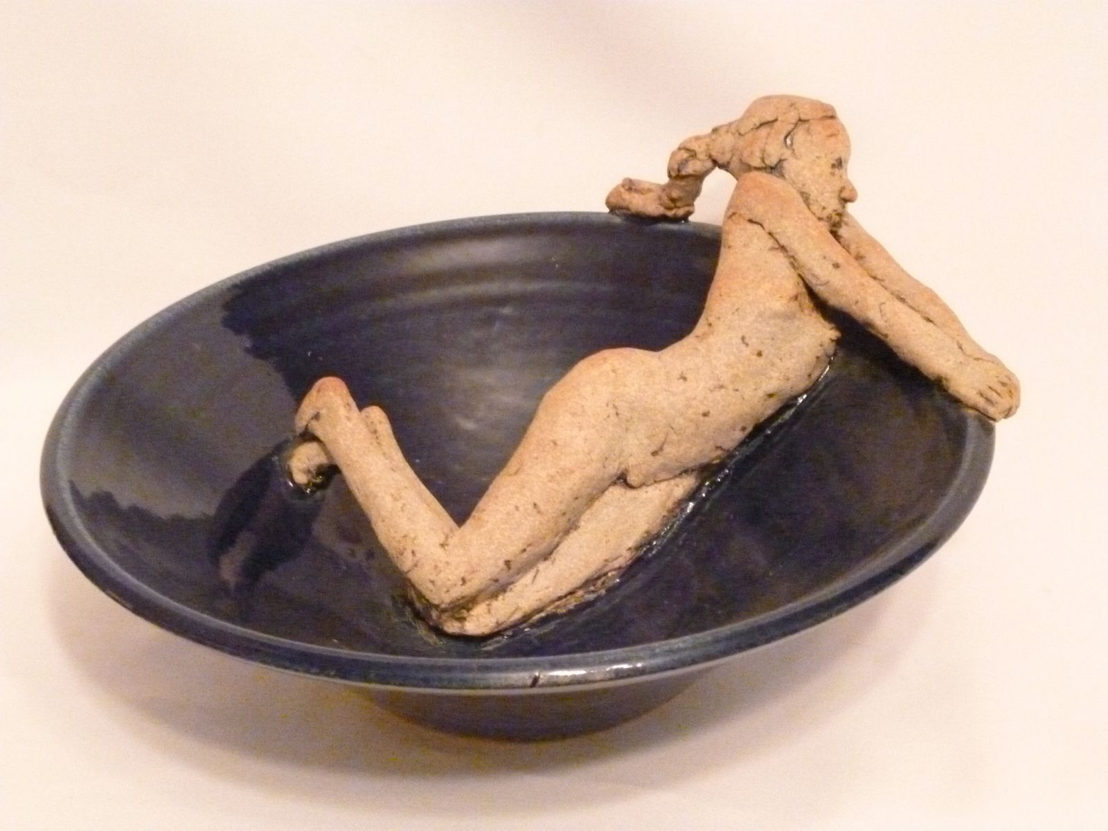 NUDE IN BOWL