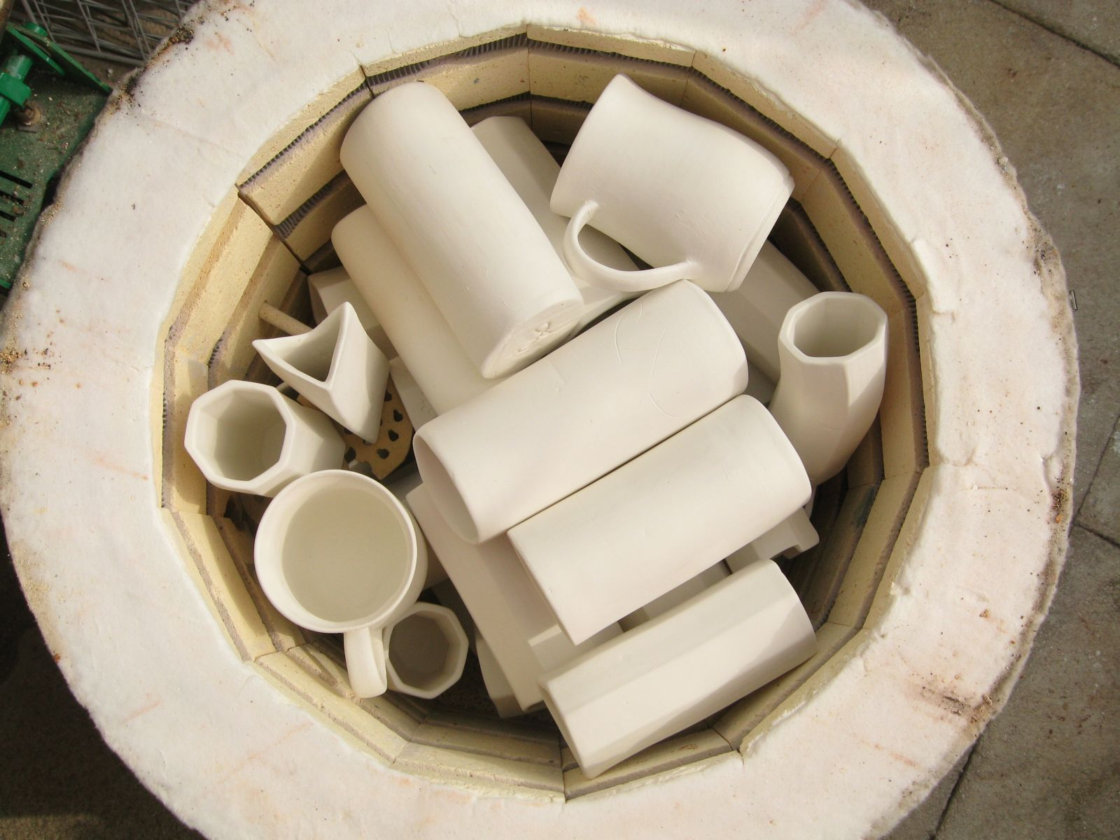 Tumble-stacked extruded pots