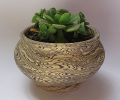 Planter with wavy marbling