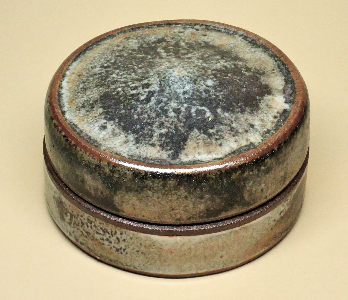 "Round flat-lidded ""box"" or 'Scattola' in Shino and Wood Ash"