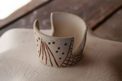 Sgraffito sponge holder