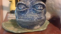 frog planter closeup