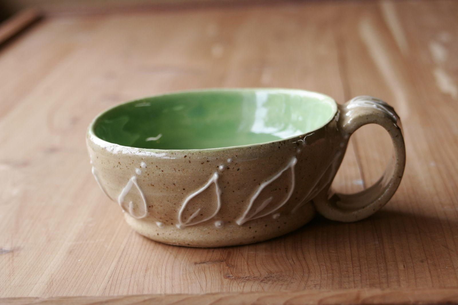 Speckled buff and lime green leaf bowl/cup
