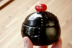 Spiky chopstick jar with heart knob