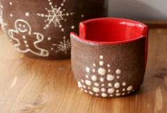 Iced Gingerbread Sponge Holder in Red