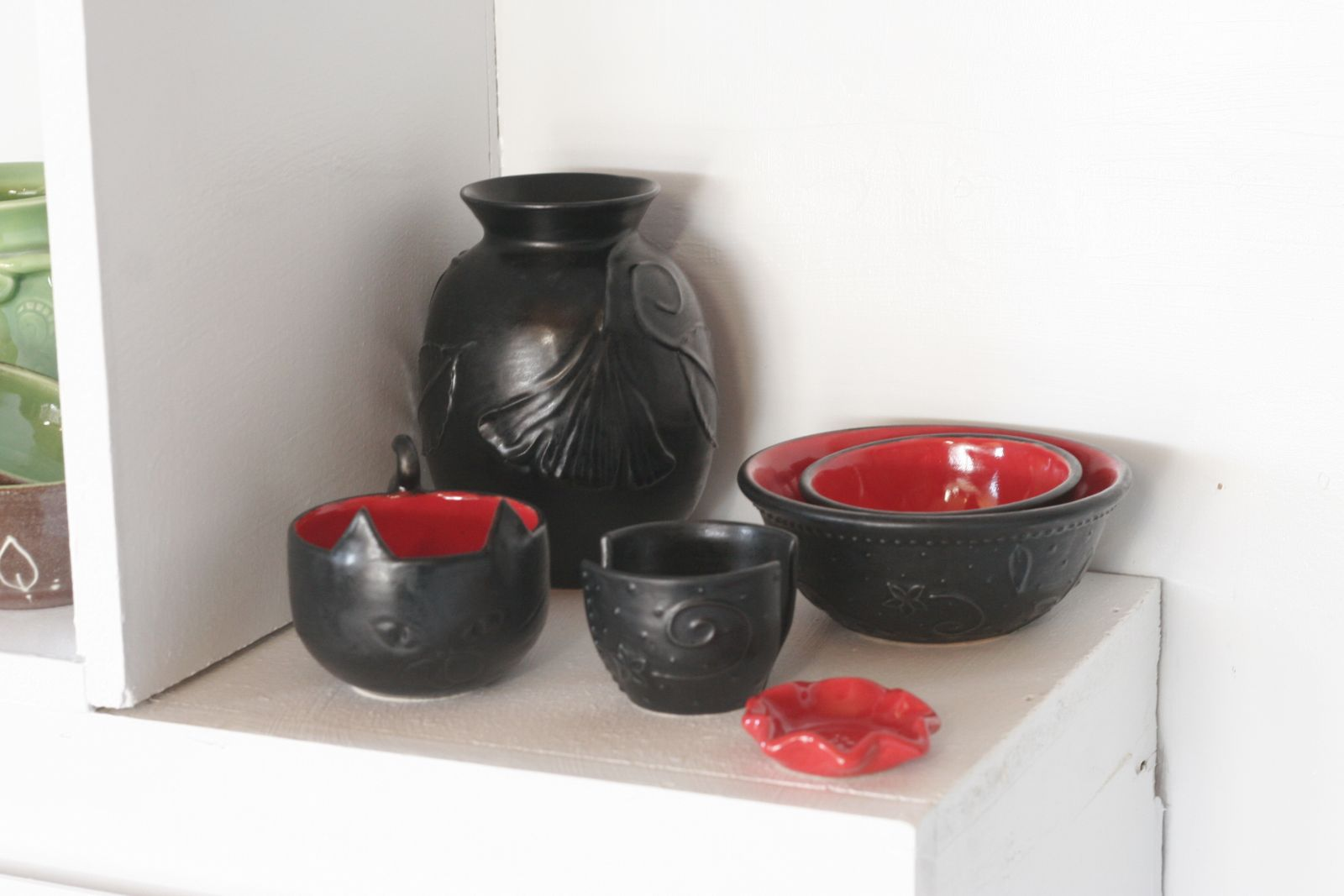 Satin matte black and red shelf ...