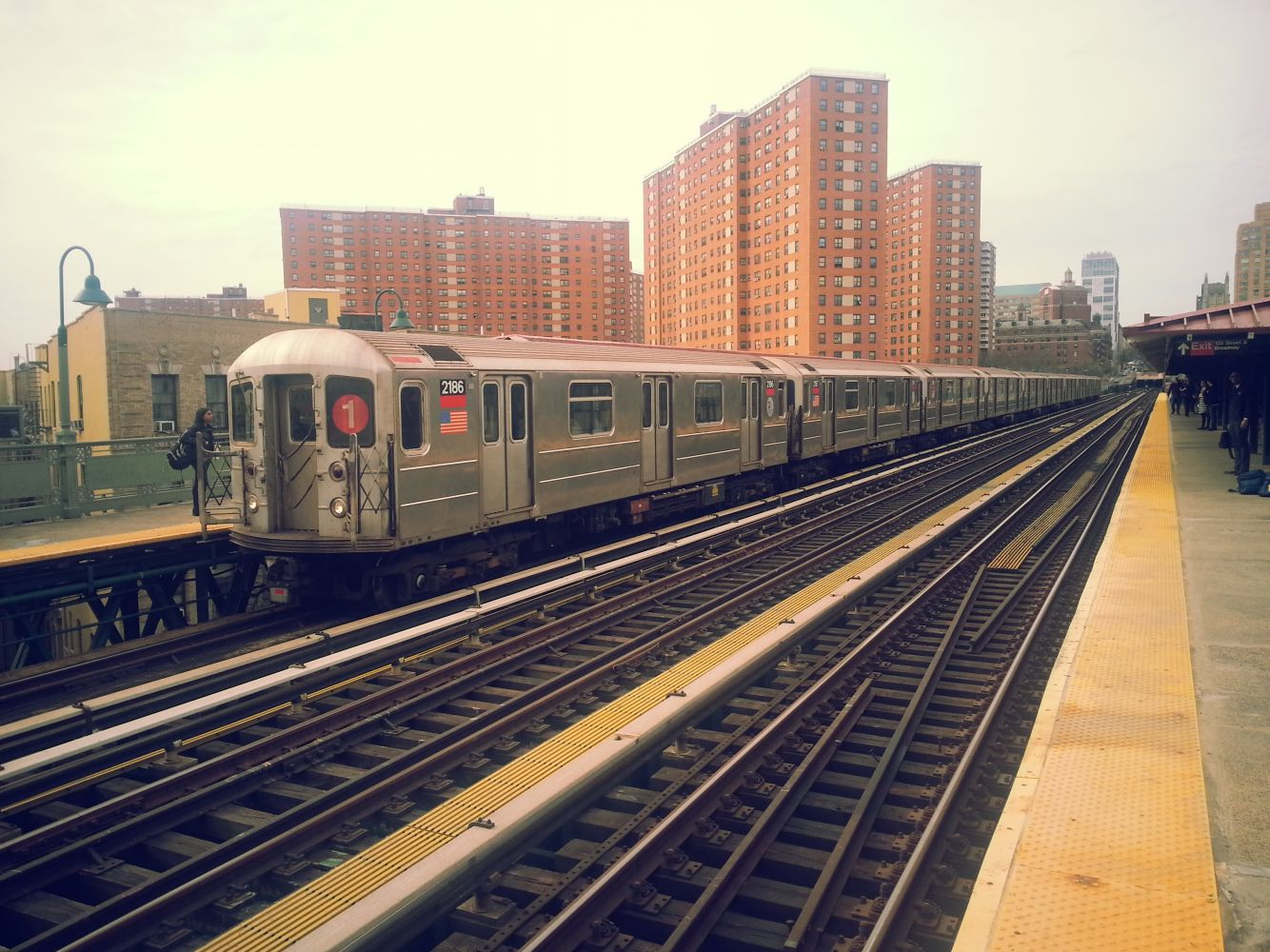 1 train arriving at 125th Street