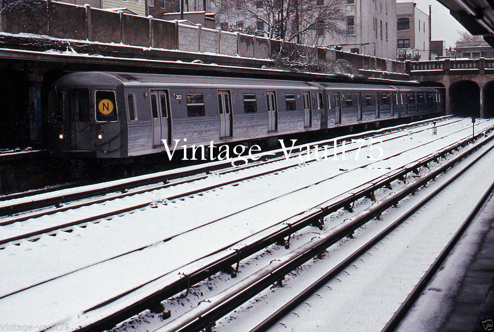 ORIGINAL SLIDE NYC SUBWAY NYCTA R 68 NY KODACHROME 1989 20TH AVE BROOKLYN