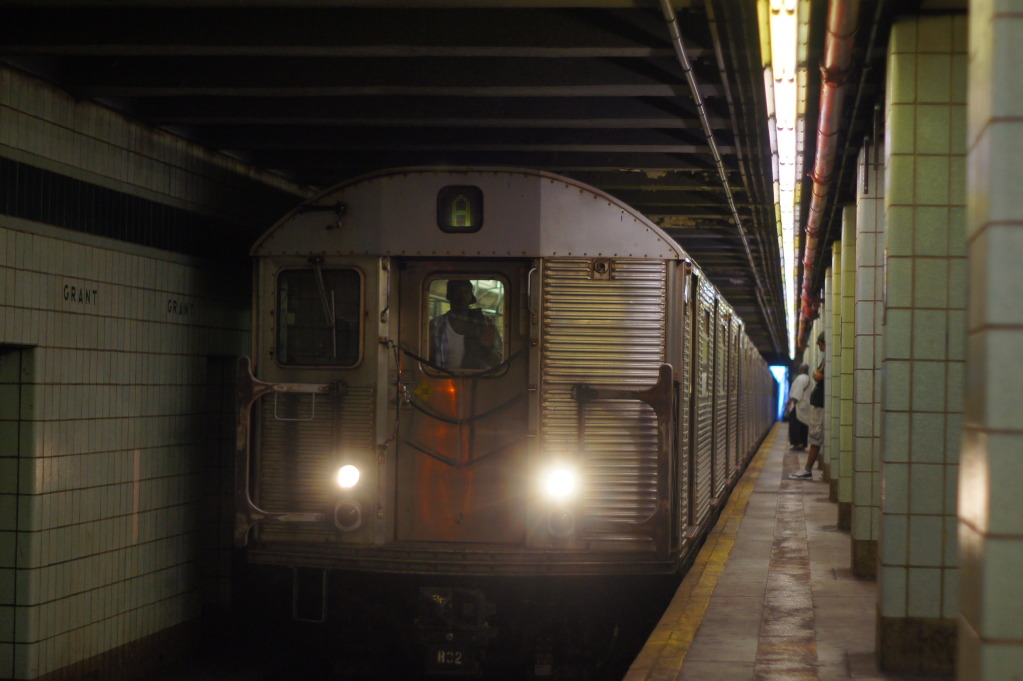 207th Street Bound Train Of R32s On The A @ Grant Avenue