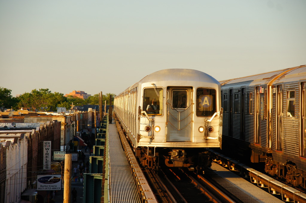 207th Street Bound Train Of R42s On The A @ 104th Street - Oxford Avenue