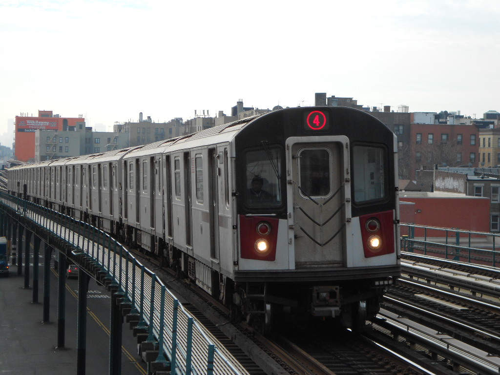 E-142A on the 4 Arriving at Fordham Road