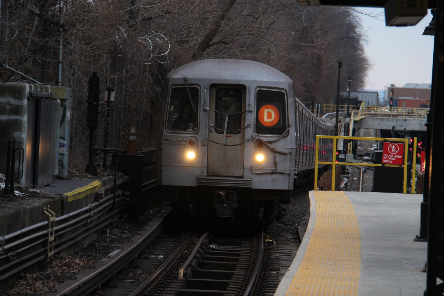 R68 (D) arriving at 9th Avenue