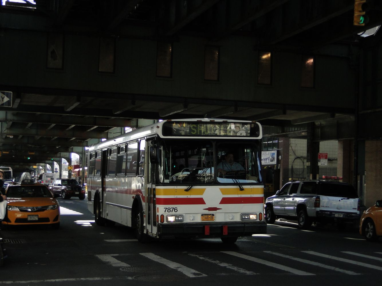 Orion V Shuttle at Roosevelt Avenue and 73rd Street