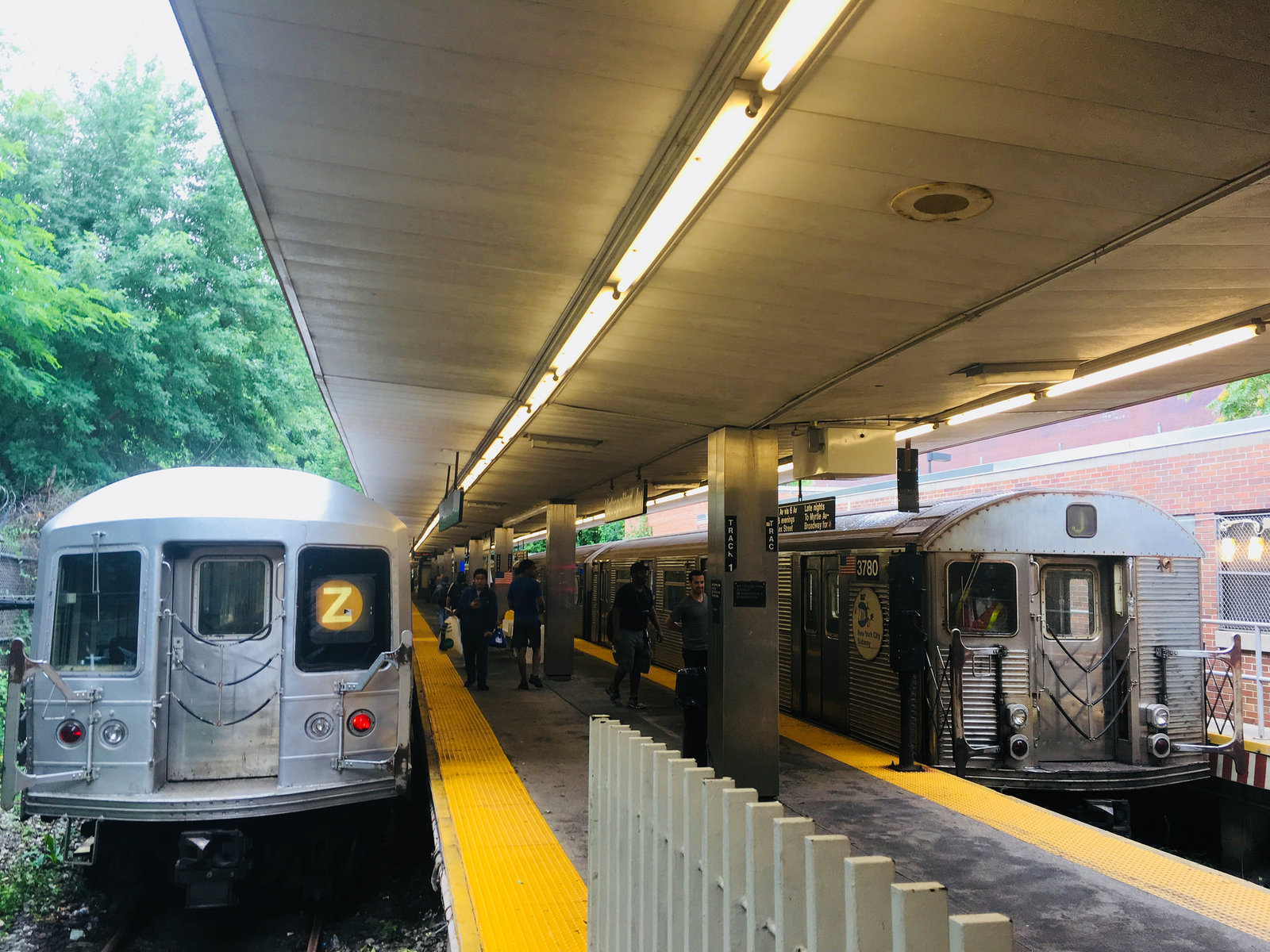 R32 and R42 (J) trains at Metropolitan Av