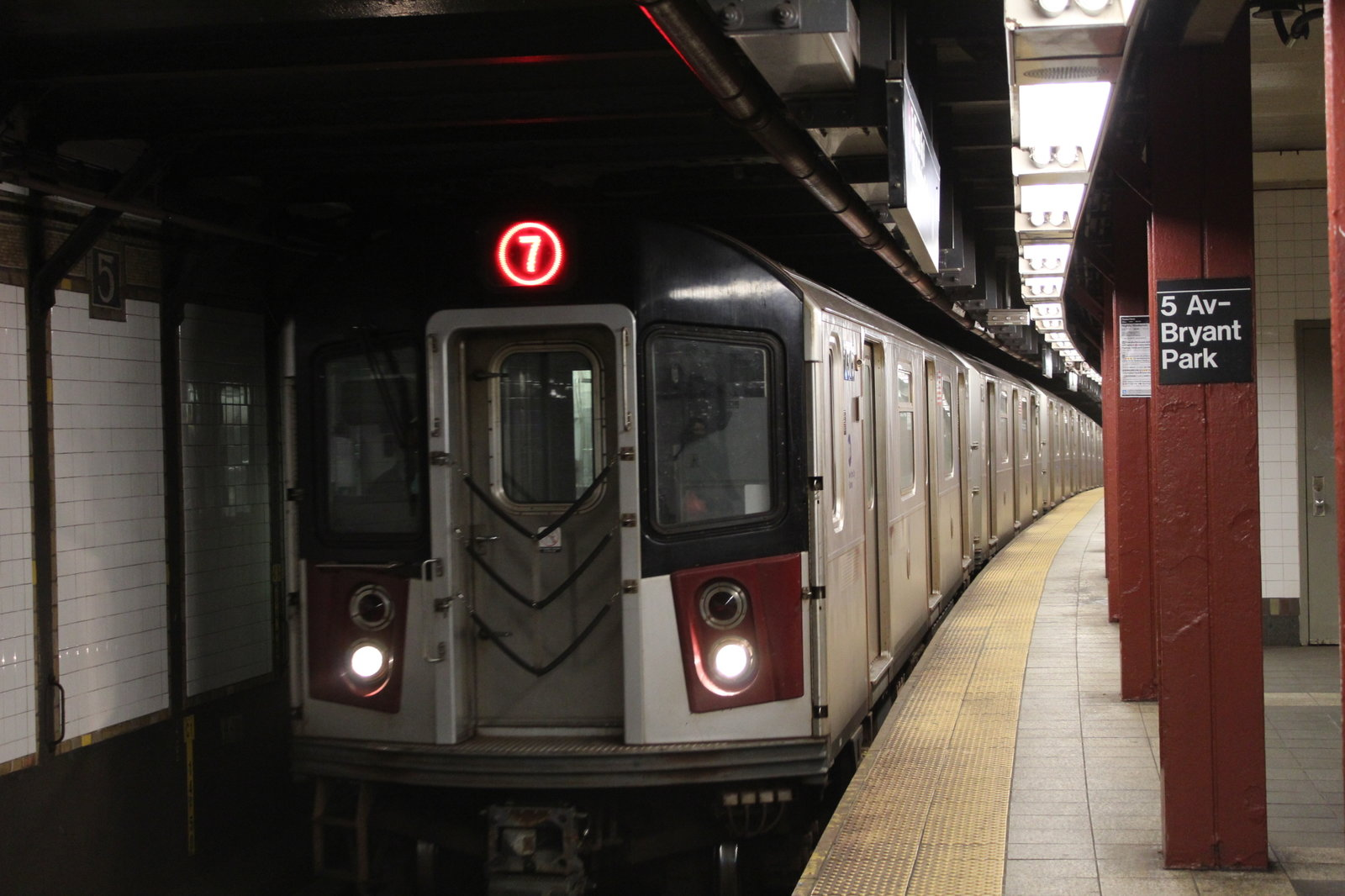 Hudson Yards-bound (7) train arriving at 5th Avenue-Bryant Park