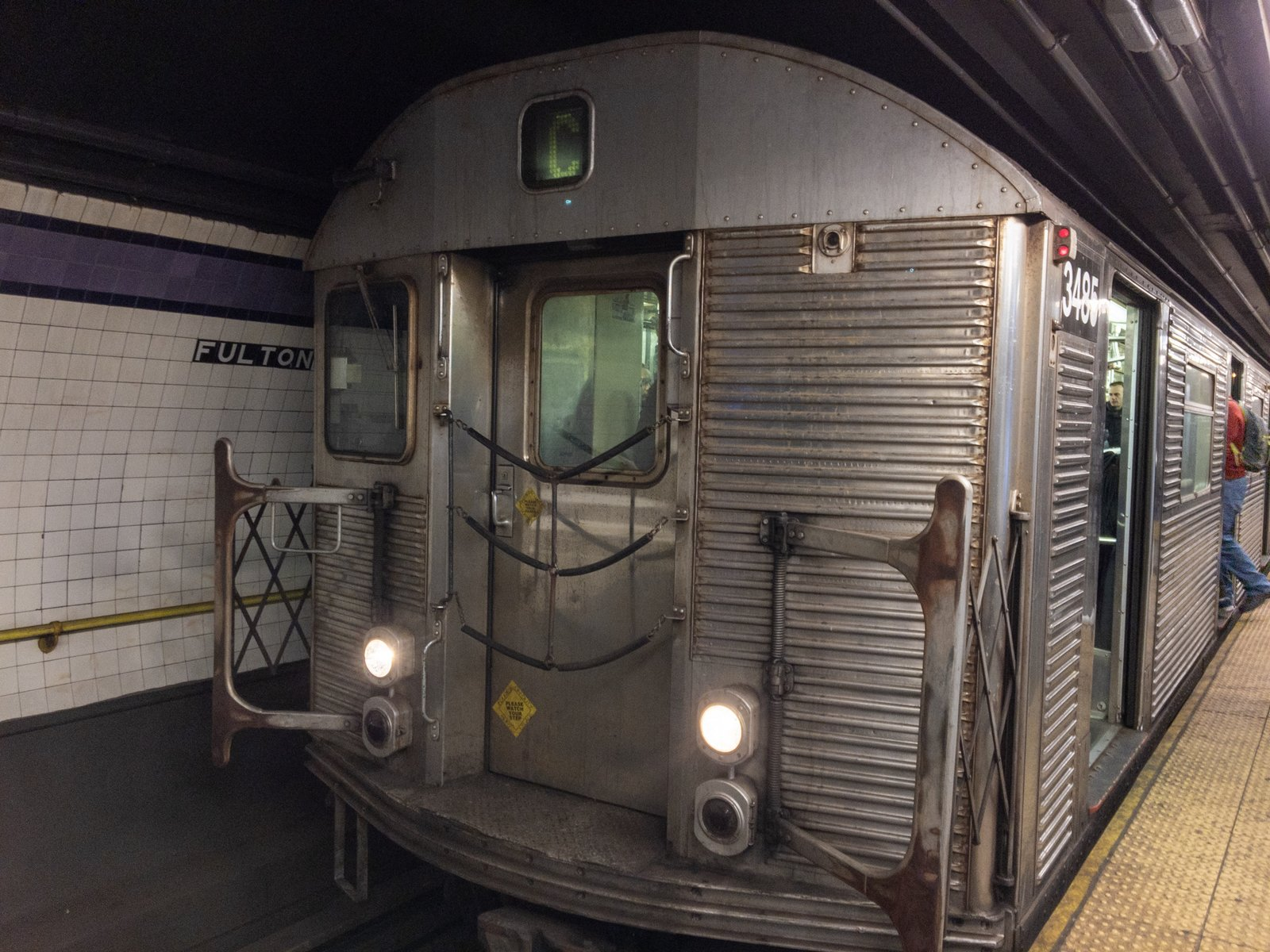 R32 C train at Fulton Street