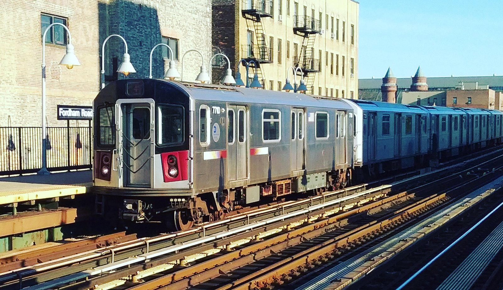 R142A's 7710 on the 4 @ Fordham-Jerome