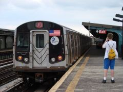 MTA NYC (F) train leaving Avenue P
