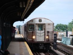 MTA NYC (A) train arriving at 88th St.