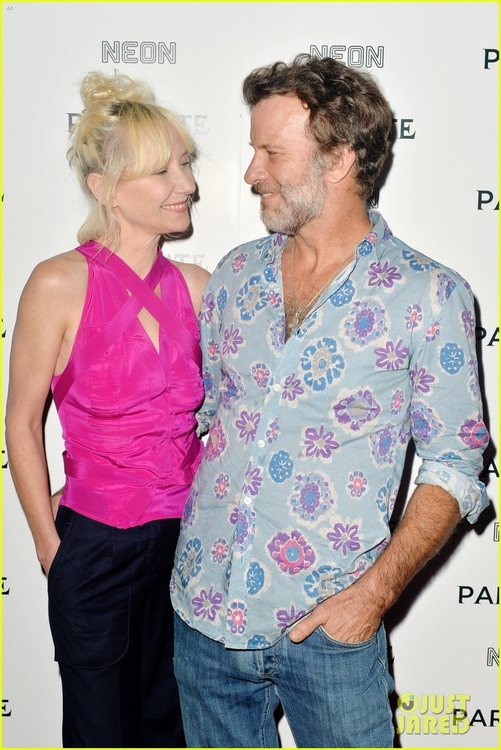 anne-heche-thomas-jane-couple-up-for-parasite-premiere-01.jpg