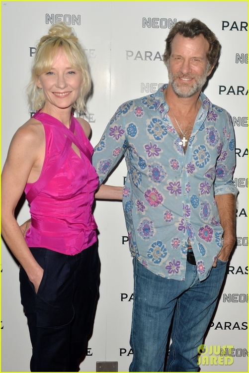 anne-heche-thomas-jane-couple-up-for-parasite-premiere-03.jpg