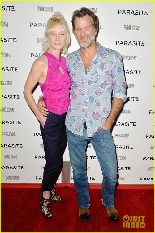 anne-heche-thomas-jane-couple-up-for-parasite-premiere-05.jpg