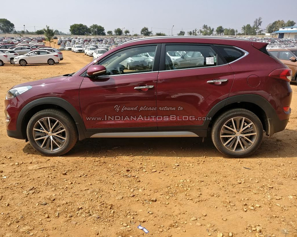 2016-Hyundai-Tucson-red-side-spied-dealership.jpg
