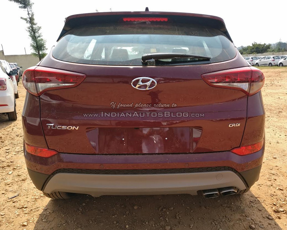 2016-Hyundai-Tucson-spied-rear-dealership.jpg