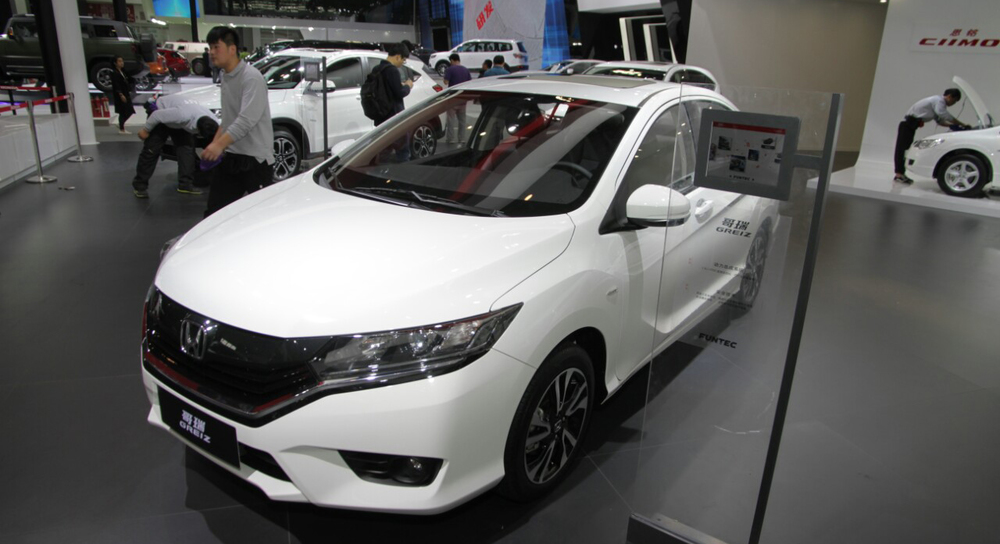 Honda-Greiz-at-2016-Beijing-Motor-Show-front-three-quarters-right-side.jpg