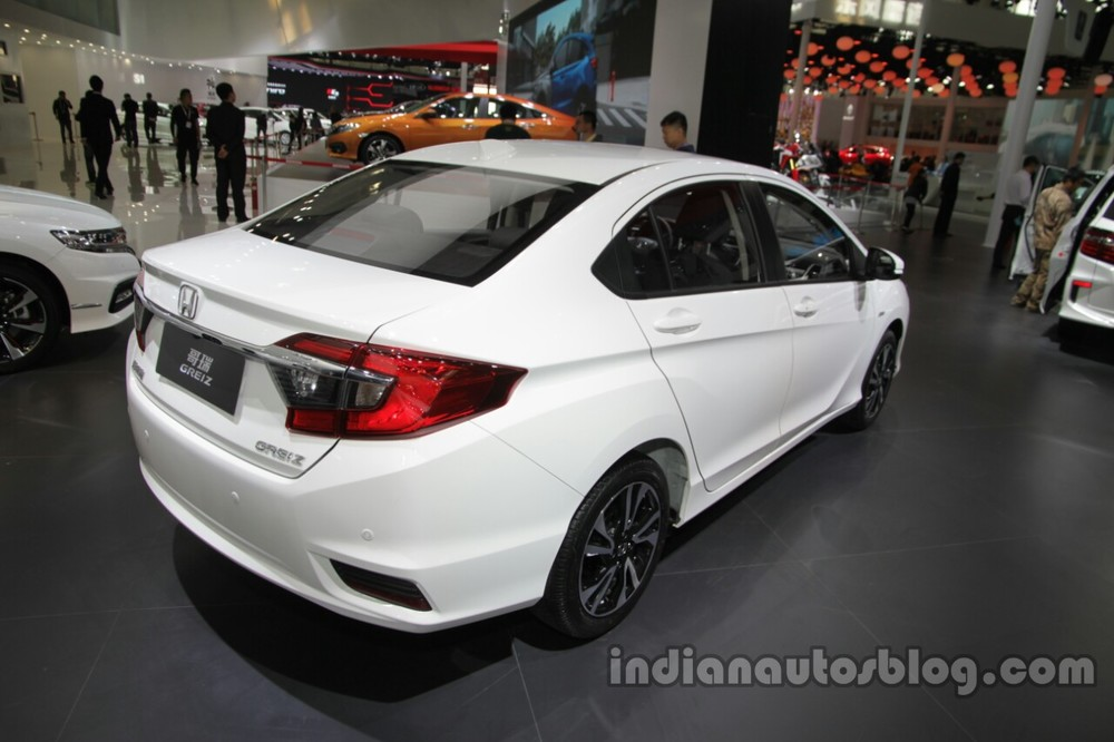 Honda-Greiz-at-2016-Beijing-Motor-Show-rear-three-quarters-right-side.jpg