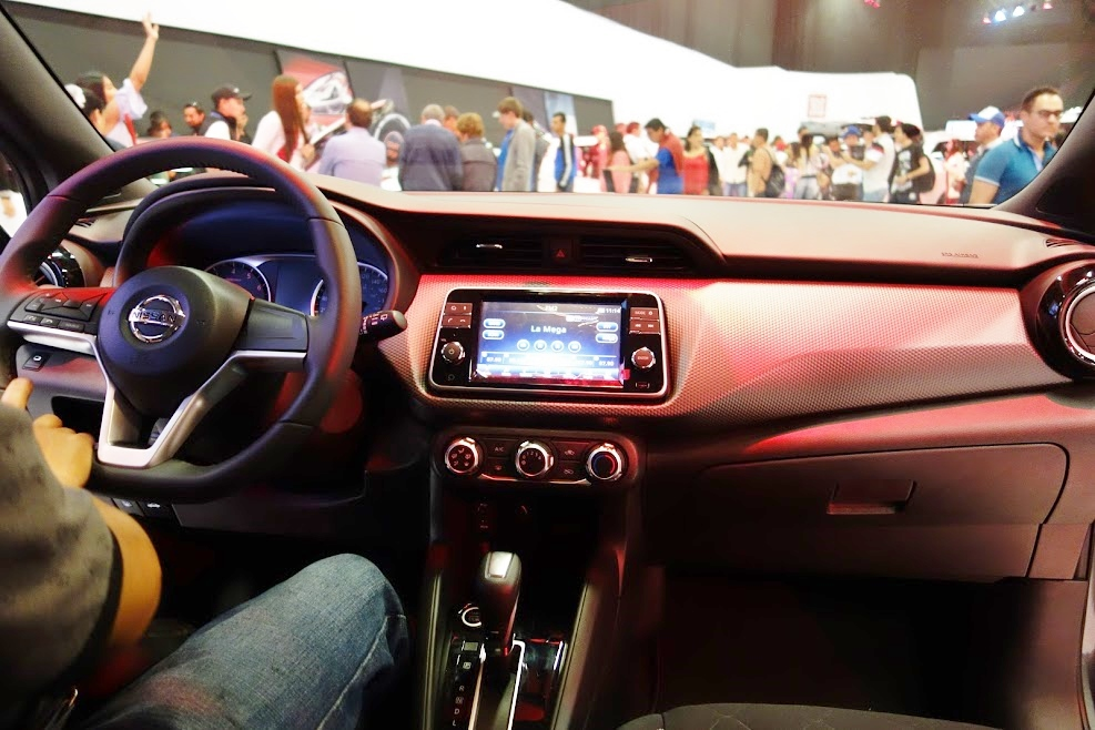 Nissan-Kicks-dashboard-at-2016-Bogota-Auto-Show.jpeg