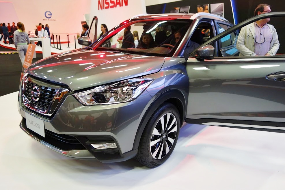 Nissan-Kicks-front-three-quarters-at-2016-Bogota-Auto-Show.jpeg